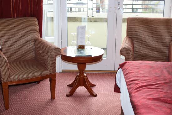 Knightsbrook Hotel & Golf Resort: sitting area near blacony