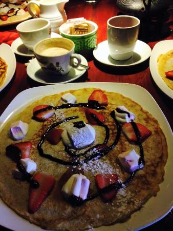 The Strawberryfield Pancake Cottage: marshmallow/strawberry pancake with chocolatesauce