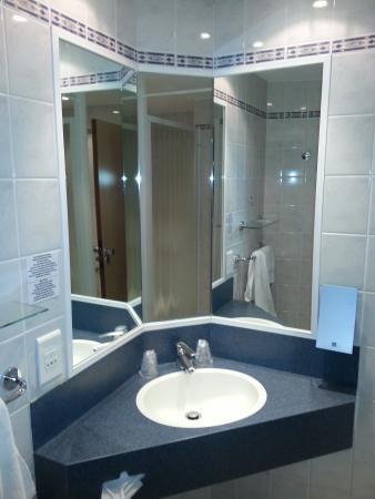 Holiday Inn Express Arras: salle de bain