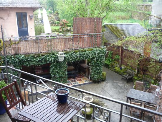 Art de Vivre : uitzicht  balkon naar veranda