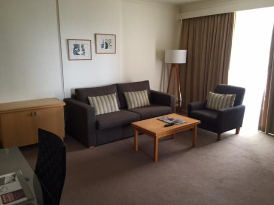 Rydges North Sydney: Souless Living Room