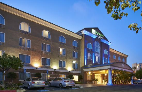 Holiday Inn Express San Diego-Sorrento Valley: All guests receive complimentary guest parking.