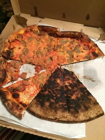 Joe's Brooklyn Pizza: Horrible pizza!!!!!