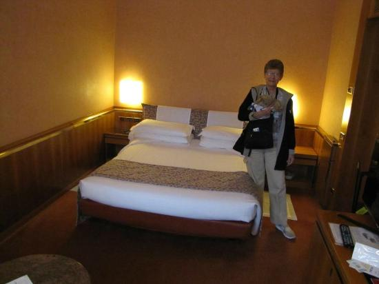 Michelangelo Hotel: A comfy large bed