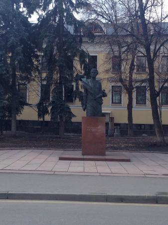 Памятник скульптору Вере Мухиной