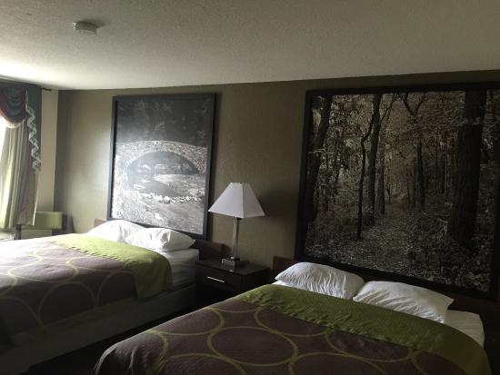 Webster City, IA: 2 queen size bed room
