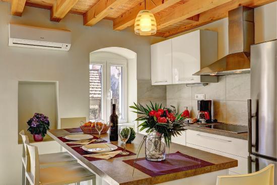 Villa Varos: Triplex