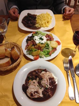 Le Grill du Castel: Boeuf Bourguignon, Salade, Oeufs en meulettes