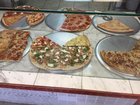 Catanzareti Pizza and Restaurant: Gourmet Pizzas