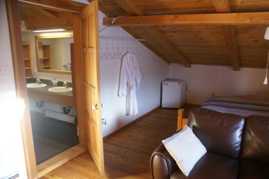 Alpenglow Bed and Breakfast: Kootenay room, sleeps four, private deck, TV/DVD, private ensuite bathroom
