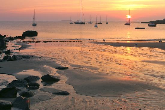 Mary's by the Sea Rockport: Sunrise Sandy Bay