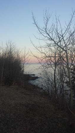 Lake Breeze Motel Resort: view of Lake Superior from property
