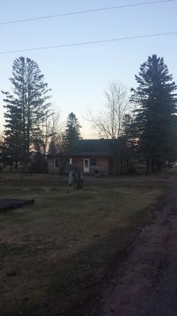 Lake Breeze Motel Resort: One of the cabins on property