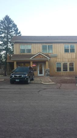 Lake Breeze Motel Resort: Main office and rooms