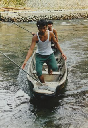 Expedition Jungle : A dugout canoe that you get into and you are pulled across the river by clothesline configuratio