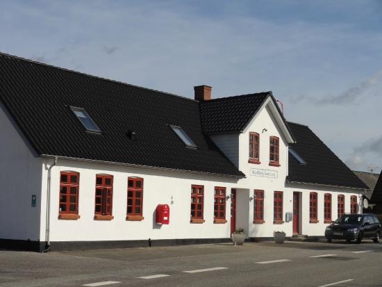 Skjoldbjerg Garnihotel: The front of the B&B