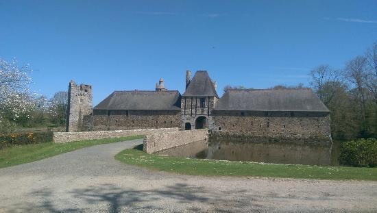 Château de Gratot: Gratot en avril 2015 !