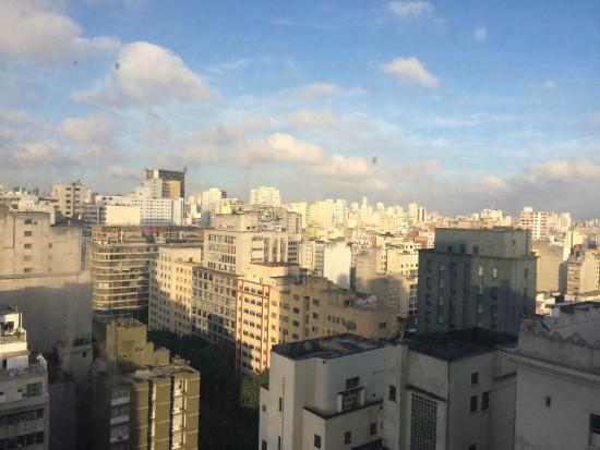 """Dan Inn Planalto: Vista do amanhecer do quarto da parte de """"trás"""" do hotel."""