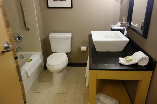 Cambria hotel & suites : Bathroom