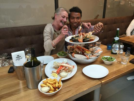 Seafood platter and mixed grill combination foto van for Seafood bar van baerlestraat