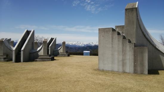 Gunma Astronomical Observatory: 遠くに望む雪山とのコントラストがgood♪