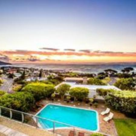 Atholl House: Patio view towards Ocean and Camps Bay