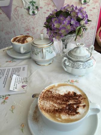 Cinderellas Tea Room and Dress Shop: Attractive Presentation