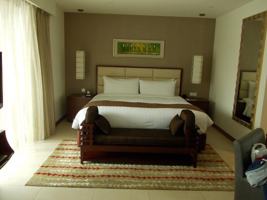 Oakwood Residence Shanghai: nice big bed