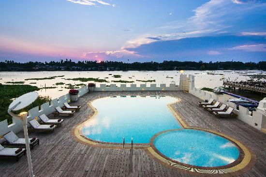 Buddy Oriental Riverside Pakkred: Roof top Swimming Pool