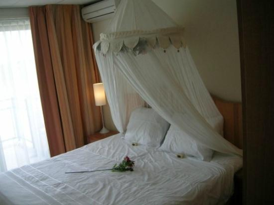 Hotel Airport Texel: Honeymoon Bed