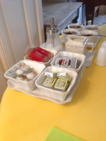 Ter Brugge Bed and Breakfast : Four home made jams including kiwi from their own garden