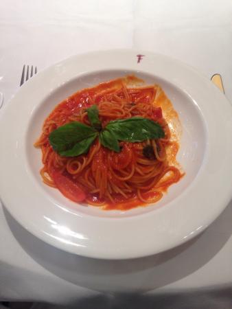 Franco's : Spaghetti with tomato salsa