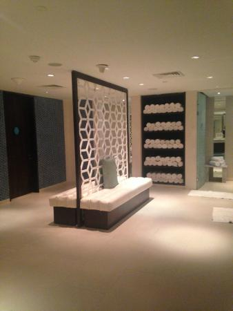 Bliss Spa Doha: Changing room-Locker area