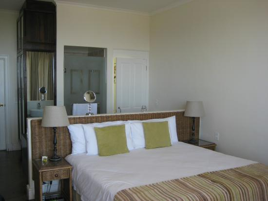 The Walden Suites: Lovely bedroom