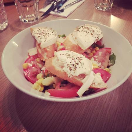 MB2 Restaurant-Lounge: Les beaux jours arrivent , les salades avec ��