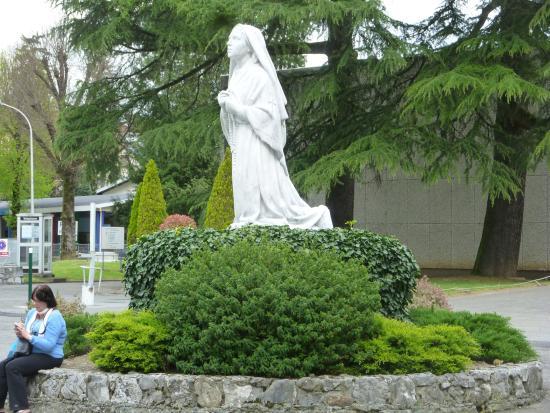 Au Berceau De Bernadette : Bernadette