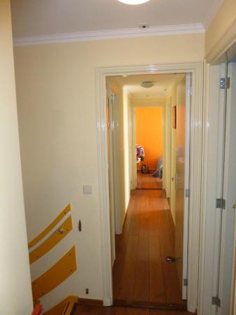 Old City Amsterdam Bed & Breakfast: escalier pour descendre du logement et couloir chambre salle de bain