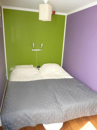 Old City Amsterdam Bed & Breakfast: 1ere chambre avec une chambre au calme en arriere de la maison