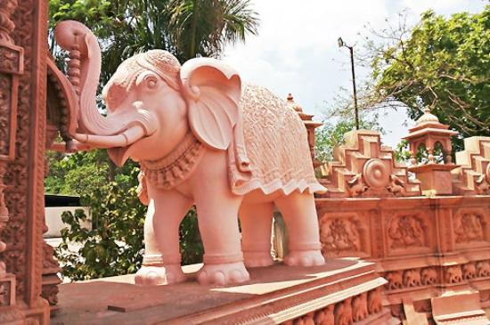 Jain Mandir Nashik: New Carved Elephant at the Jain Temple (2015)