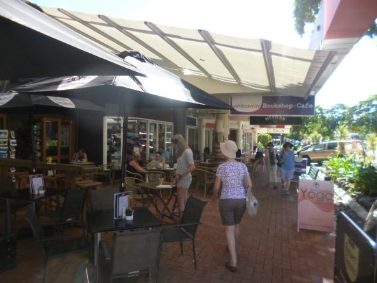 Whileaway Bookshop & Cafe : The entrance