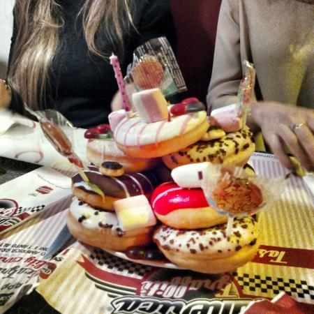 Originale Torta Di Compleanno Donuts Tower Picture Of