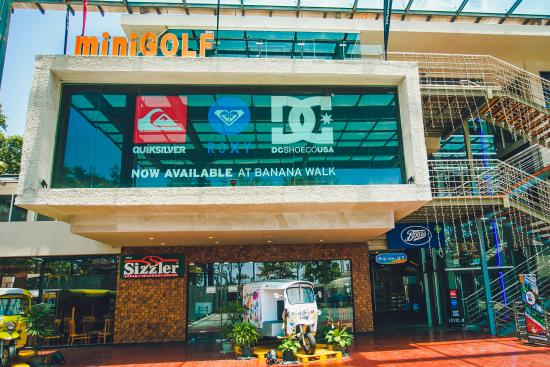 Garden Walk Mall: Garden Setting With Water Features