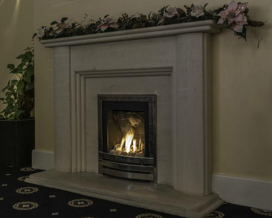 Lyme Bay House: Lounge Fire Place - cosy in Winter