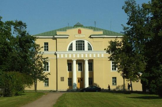 ‪Pushkin Town History and Literature Museum‬