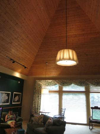 Inn Walden : tall ceilings