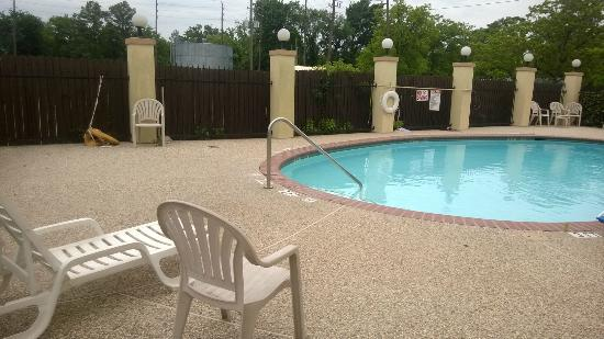 Super 8 IAH West / Greenspoint: Pool Area