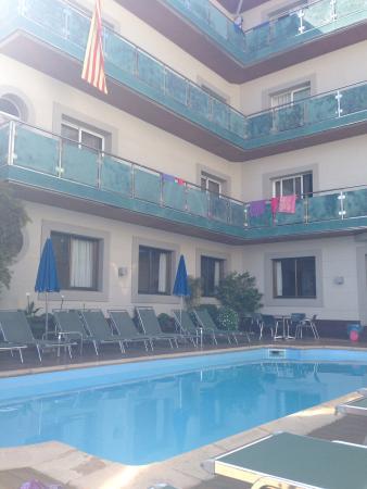 Hotel Sant Jordi: La piscine