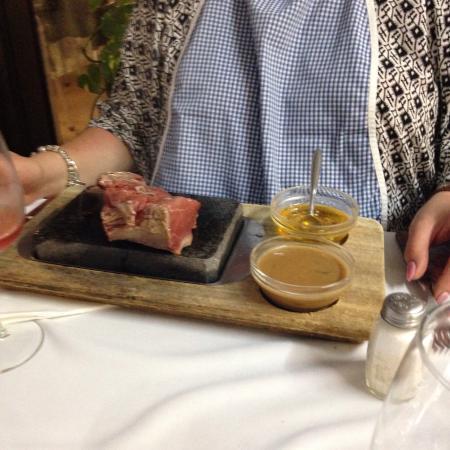 Nelson's Restaurante Bar : Steak on stone