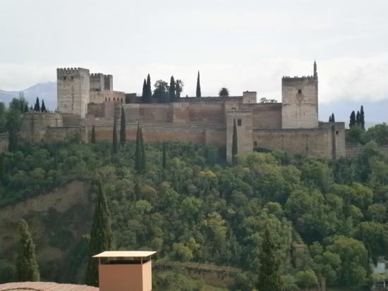 Apartamentos Muralla Ziri: View of Alhambra from terrace