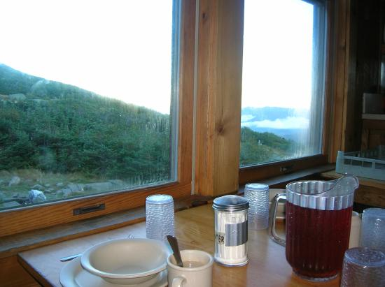 Appalachian Mountain Club High Huts: Breakfast at Madison Springs